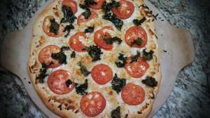 kale & tomato pizza
